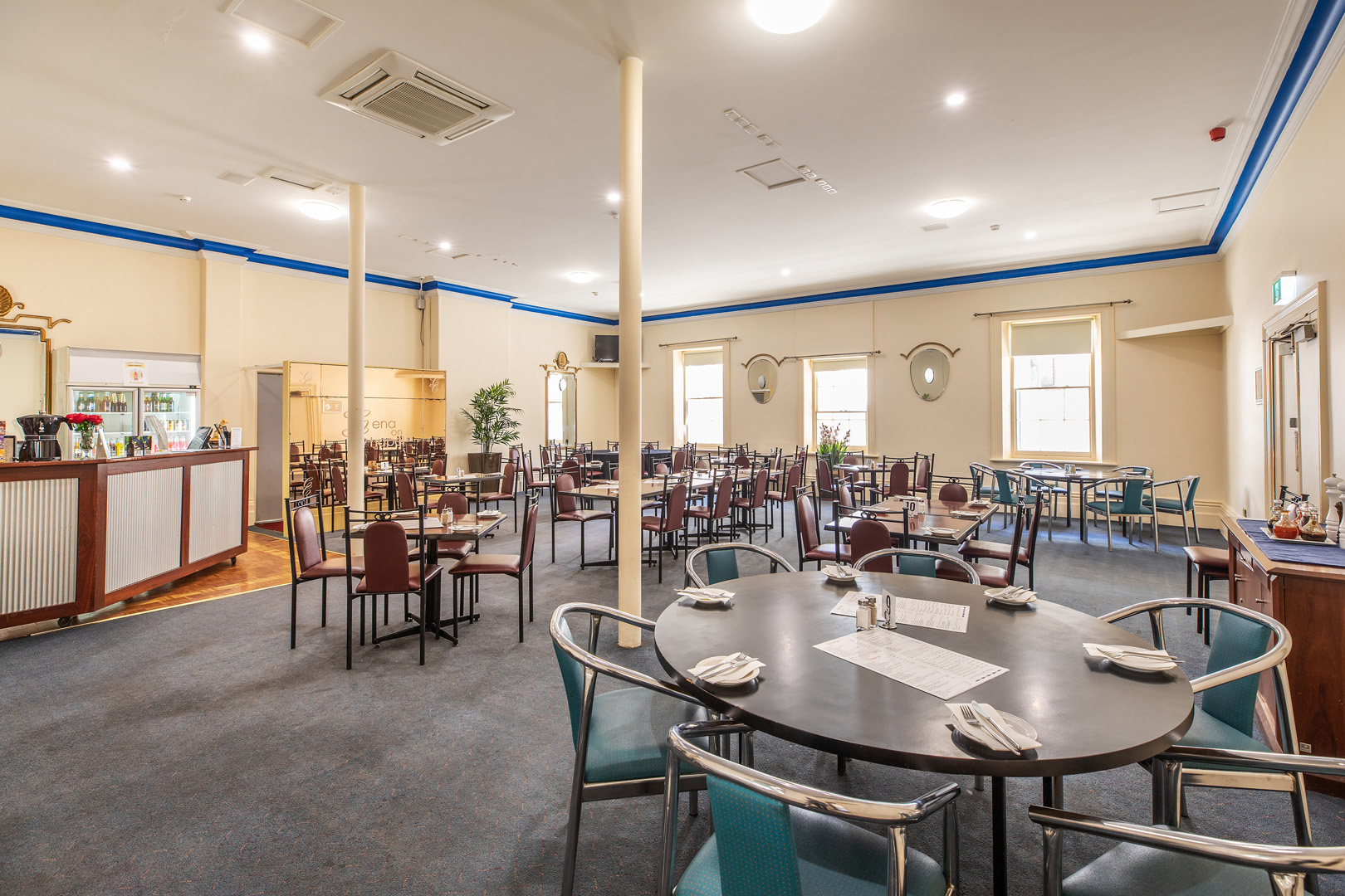 the-flinders-hotel-motel-cena-on-chapel-dining-room