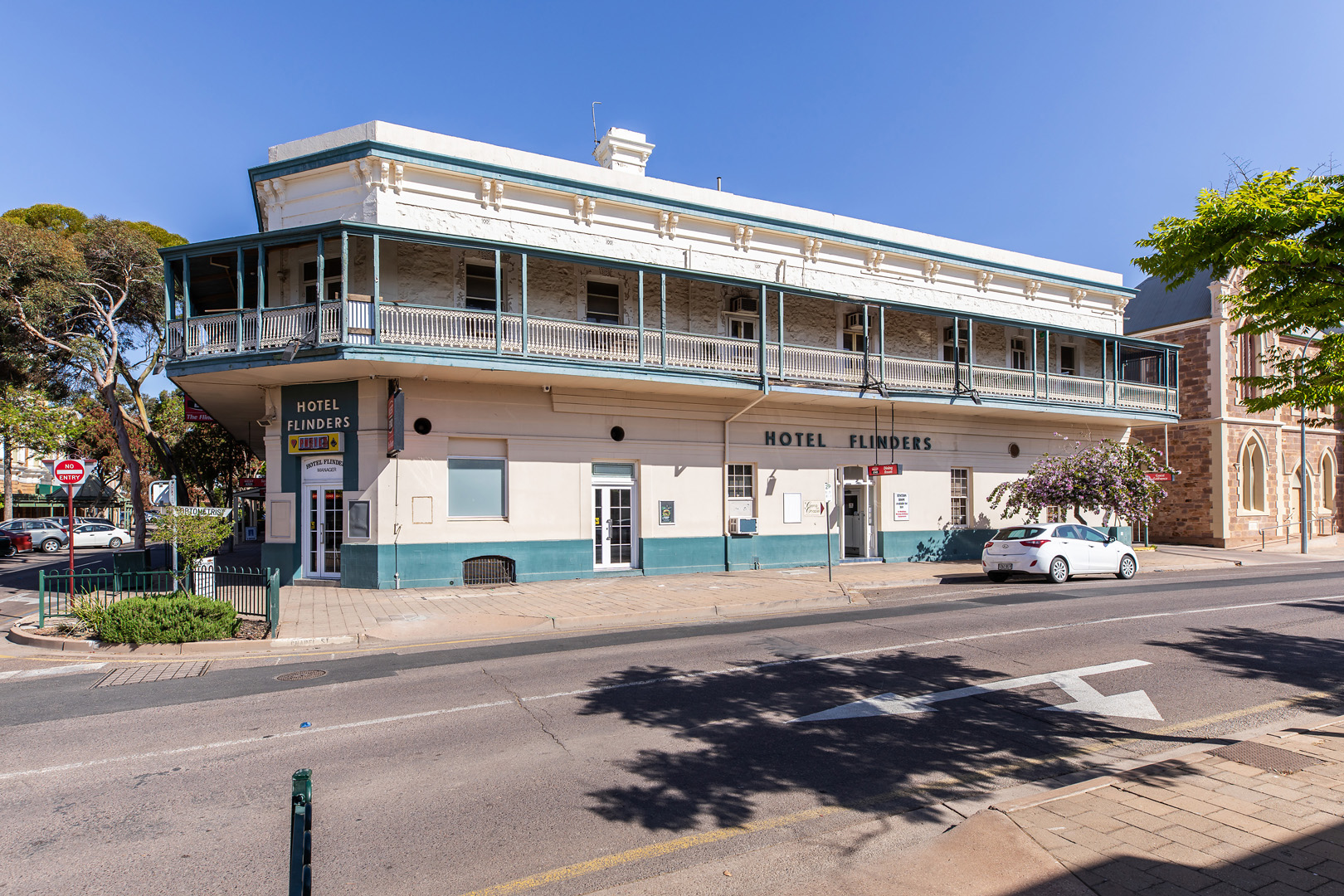 the-flinders-hotel-motel-chapel-street-view