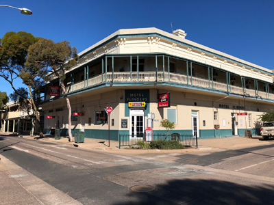 the-flinders-hotel-motel-front_1