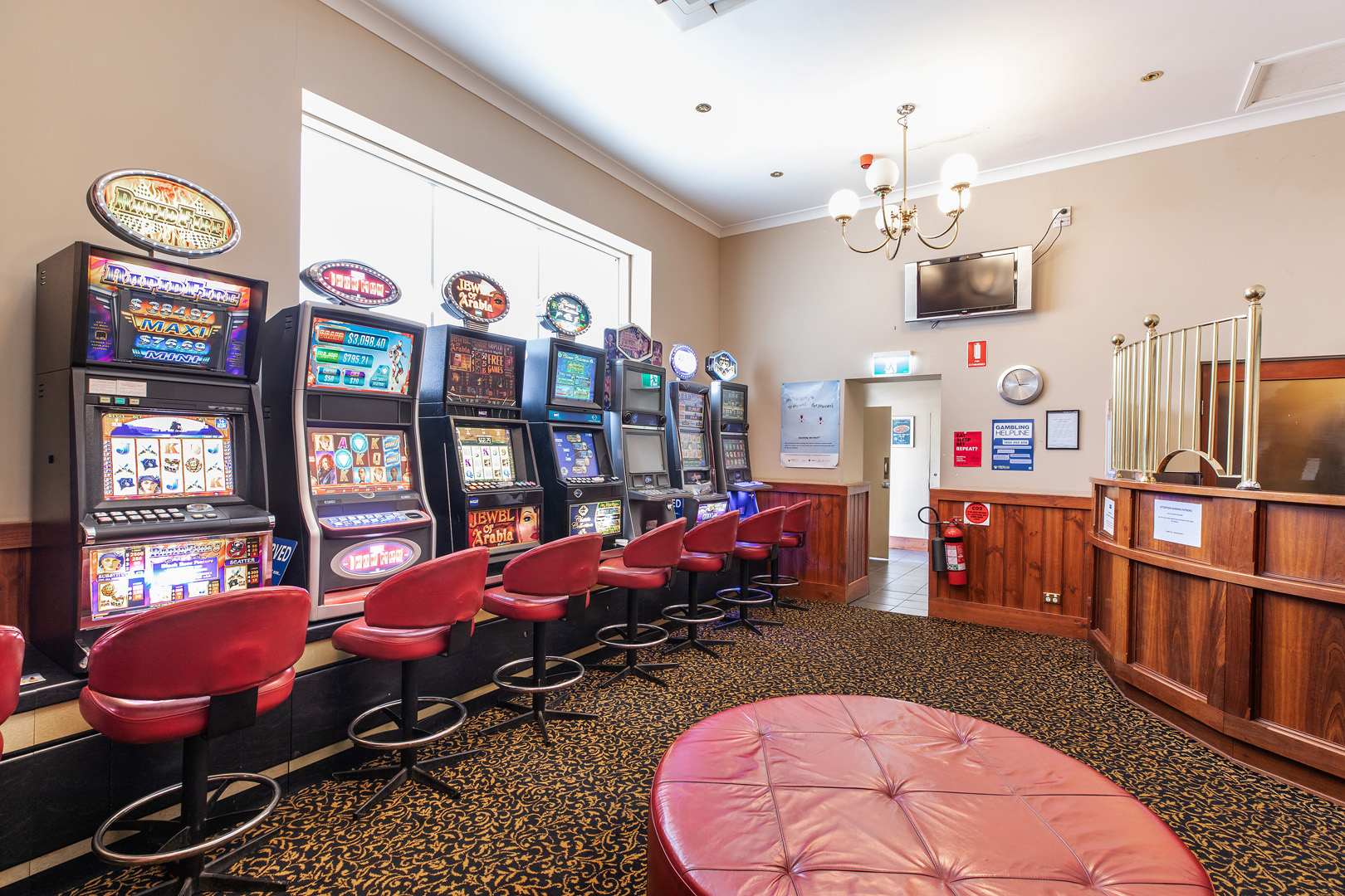 the-flinders-hotel-motel-gaming-room-pokies-seats