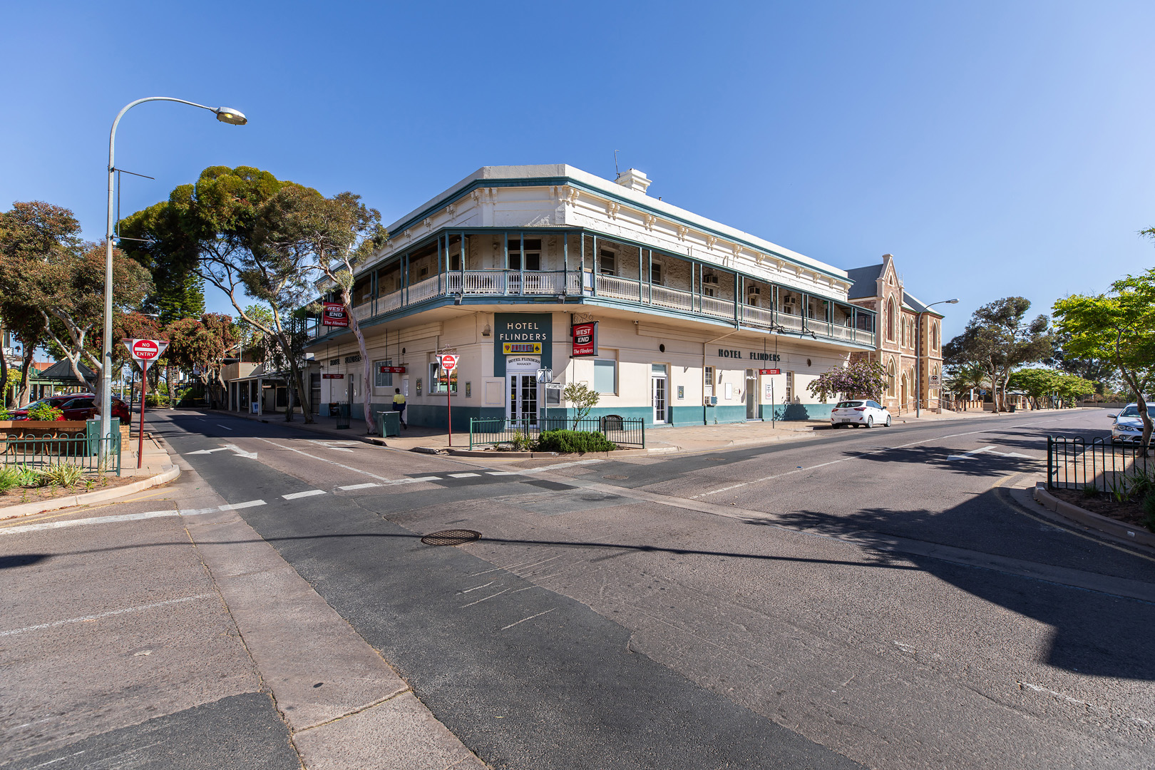 the-flinders-hotel-motel-main-street