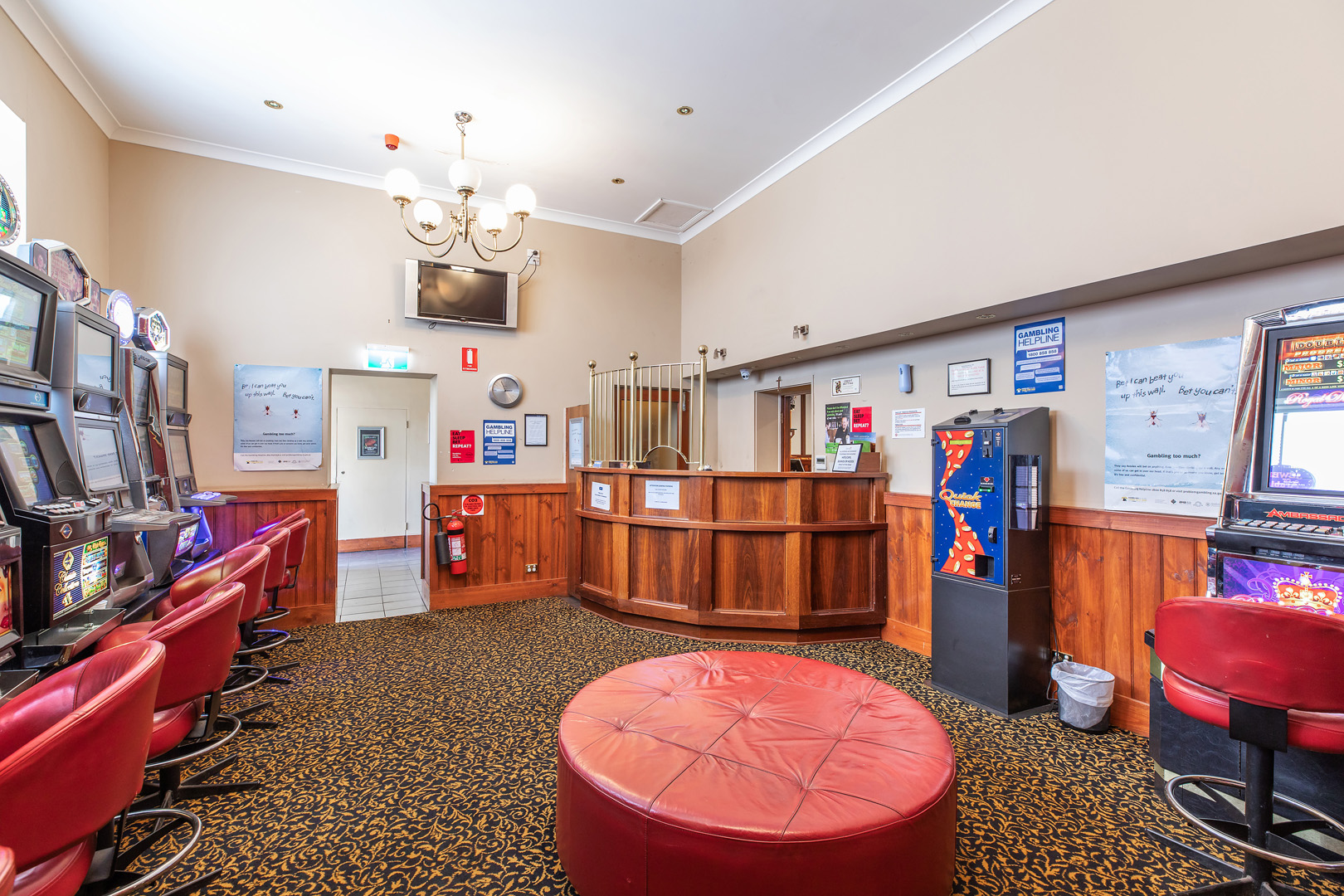 the-flinders-hotel-motel-pokies-gaming-room