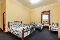 the-flinders-hotel-motel-five-person-large-room