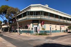 the-flinders-hotel-motel-front_1