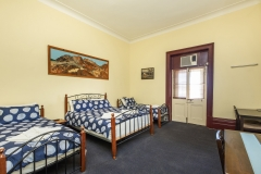 the-flinders-hotel-motel-hotel-rooms-four-person-upstairs-accommodation