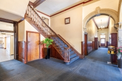 the-flinders-hotel-motel-staircase-cena-on-chapel
