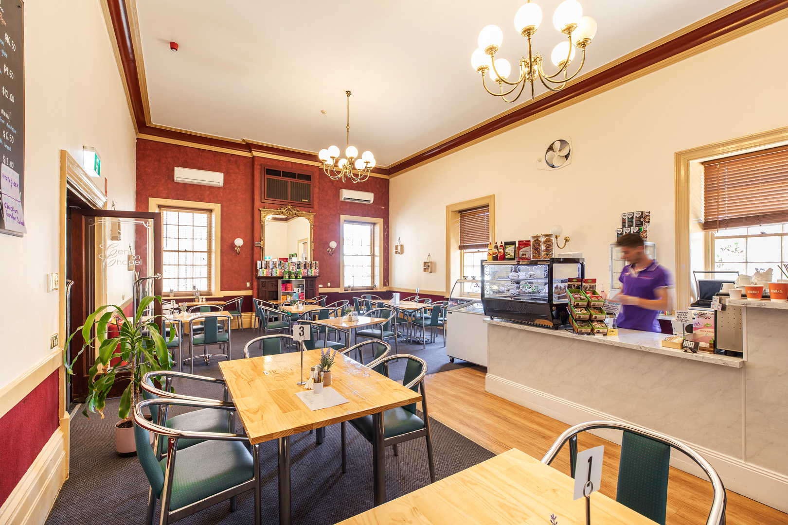 heaven-and-health-cafe-room